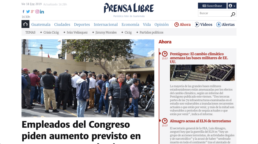 A screenshot of the Prensa Libre front page with a large featured image and headline in Spanish, and a timeline of recent news in red on the right